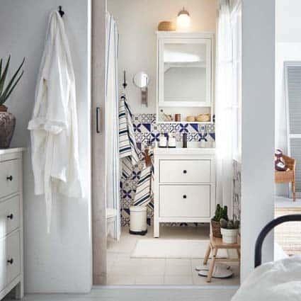petite salle de bain IKEA blanc
