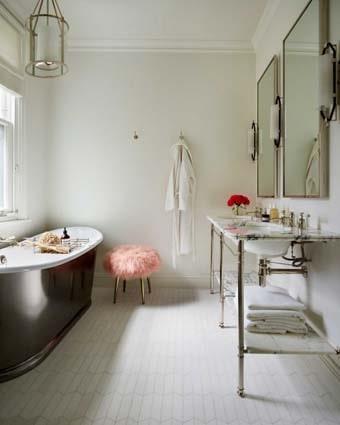 salle de bain blanche miroirs
