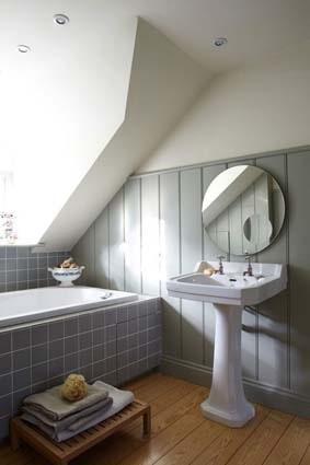 salle de bain grise vintage