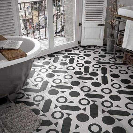salle de bain noir et blanc carreaux de ciment