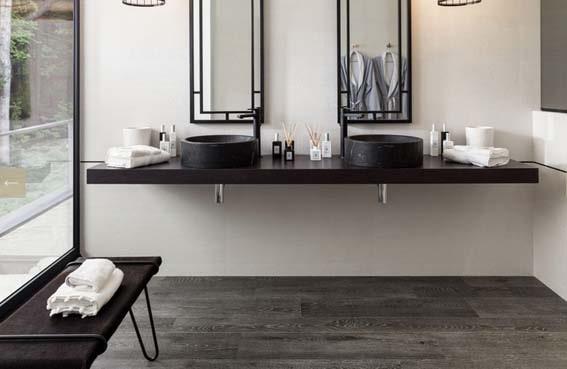 salle de bain Porcelanosa carrelage effet bois